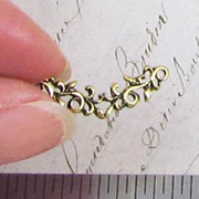Curved Leafy Filigree Connector - Gold